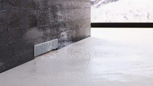 נקודת ניקוז בקיר של Geberit למקלחת רצפה חלקה