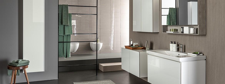 חדר רחצה מודרני עם קווים נקיים מסדרת Geberit Acanto