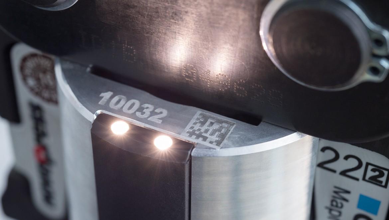 כלי הלחיצה של Geberit עם תאורה בנקודת הלחיצה מספק ראות אופטימלית במקומות חשוכים